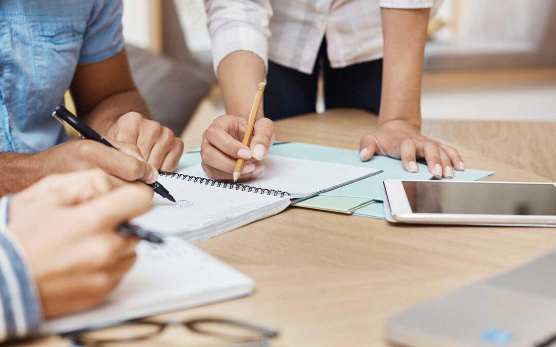 Diferencias entre OKRs y KPI: Cómo diferenciarlos y trabajarlos juntos.